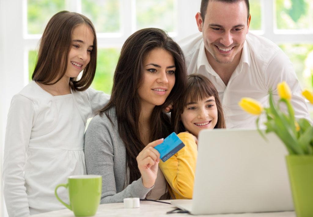 Familie Online Shopping Kinderschreibtisch